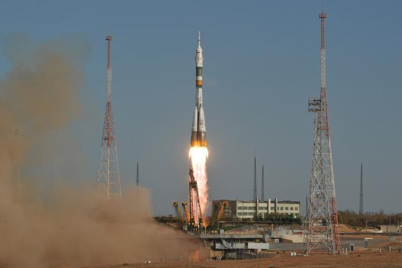 Rusijos raketa iškėlė į orbitą kapsulę su trijų žmonių įgula