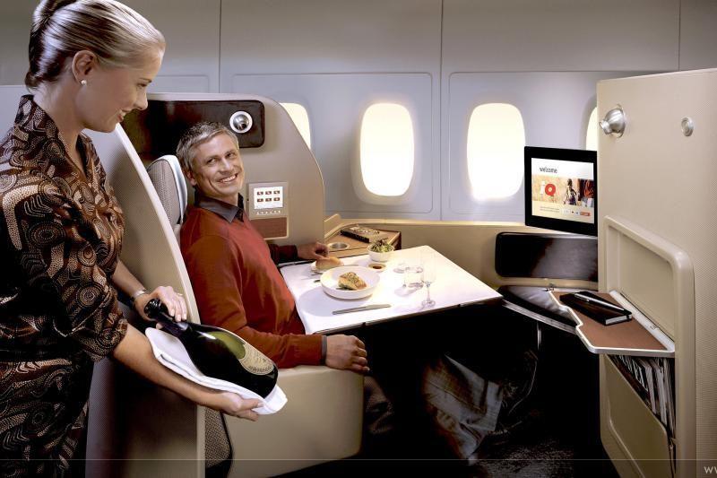 Lėktuvo interjeras: nuo avikailiais trauktų lovų iki 1000 TV kanalų