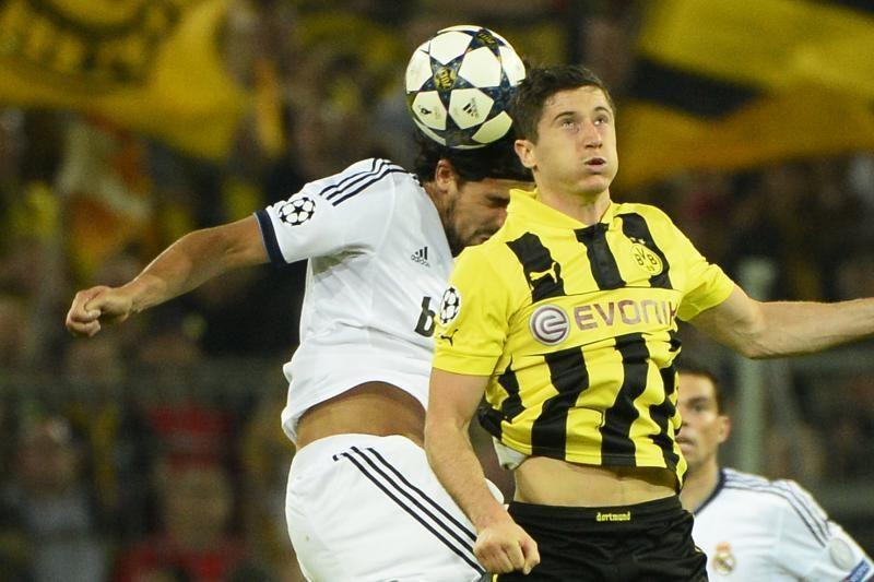 """R.Lewandowskis susitaikė, kad dar vieną sezoną žais """"Borussia"""" klube"""