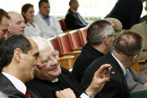 Garbės ženklai - gydytojui ir dvasininkui