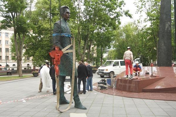 Pastatytas paminklas V.Kudirkai (papildyta)