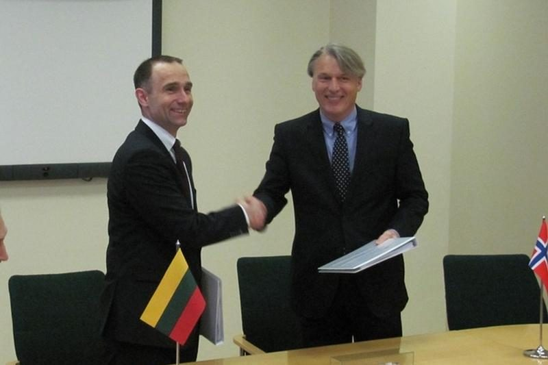 """""""Klaipėdos nafta"""" pasirašė sutartį su SGD laivo – saugyklos tiekėja"""