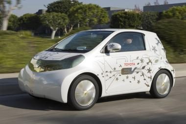 """Naujas """"Toyota"""" automobilis – valdomas vairalazde"""
