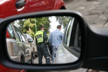 Neblaivus vyras puolė policininką