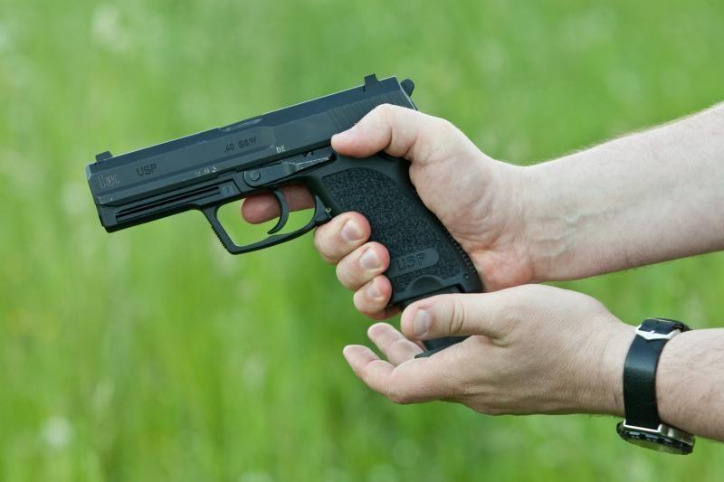 Plungėje buvo apšaudytas jaunas vyras