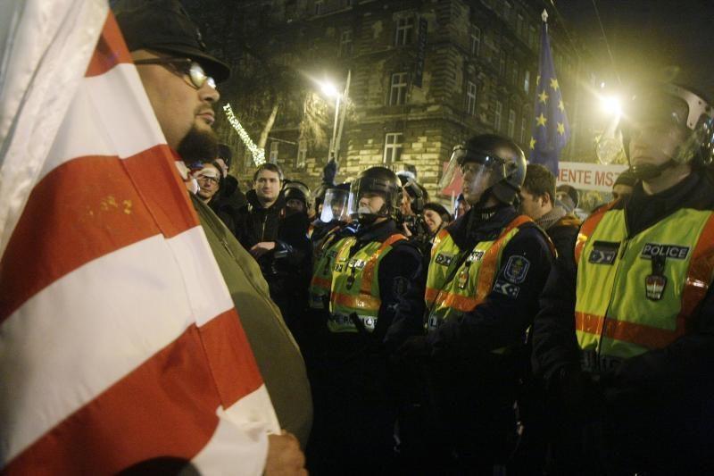 """Agentūra """"Fitch"""" sumažino Vengrijos skolinimosi reitingą"""