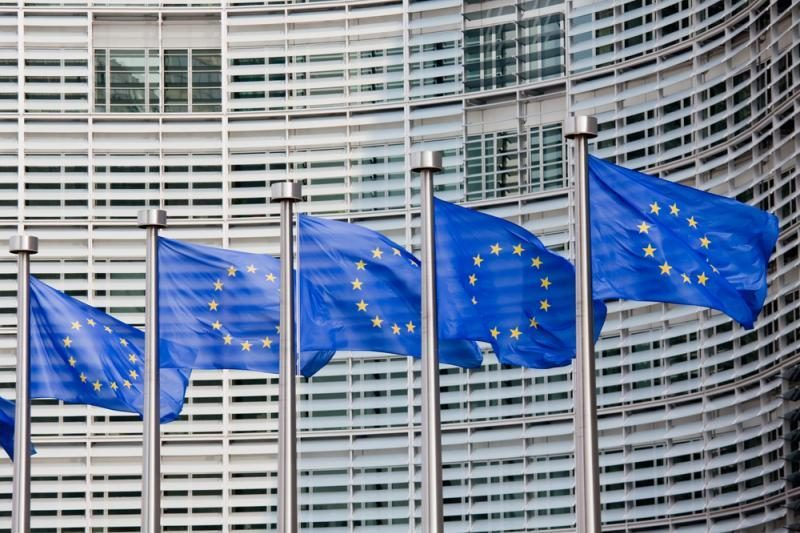 """Der Spiegel: JAV šnipinėjimo programa buvo """"taikomasi"""" į ES pareigūnus"""