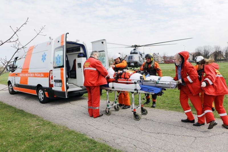 Kelto įgulos narys sraigtasparniu pristatytas į ligoninę