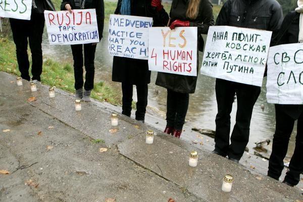 Prie Rusijos ambasados priminta apie A.Politkovskajos nužudymą