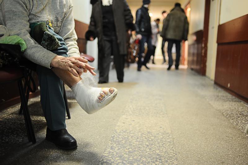 Slidžių gatvių aukos plūsta į ligonines