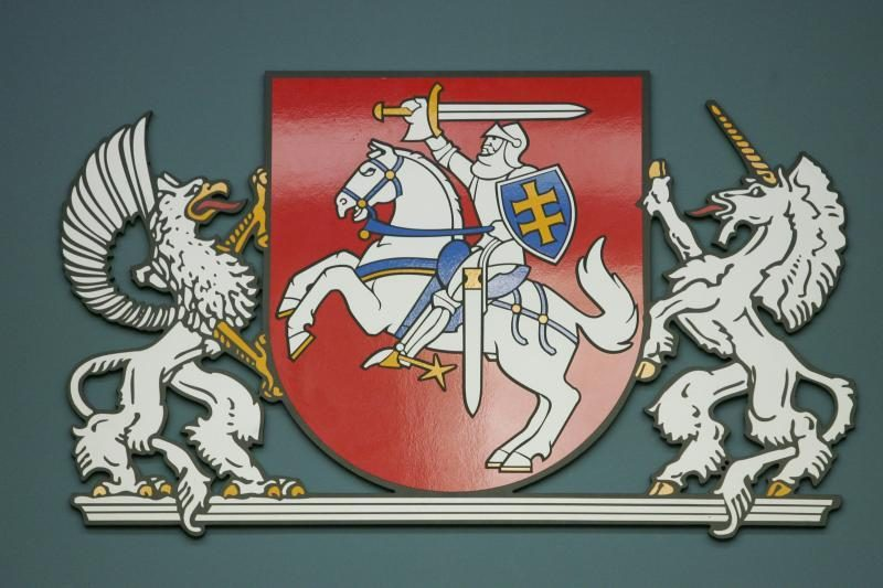 URM pritaria, kad vėliava su Vyčiu plevėsuotų ant Lietuvos ambasadų