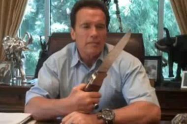 A.Schwarzeneggeris parodė, kuo pjaustys biudžetą