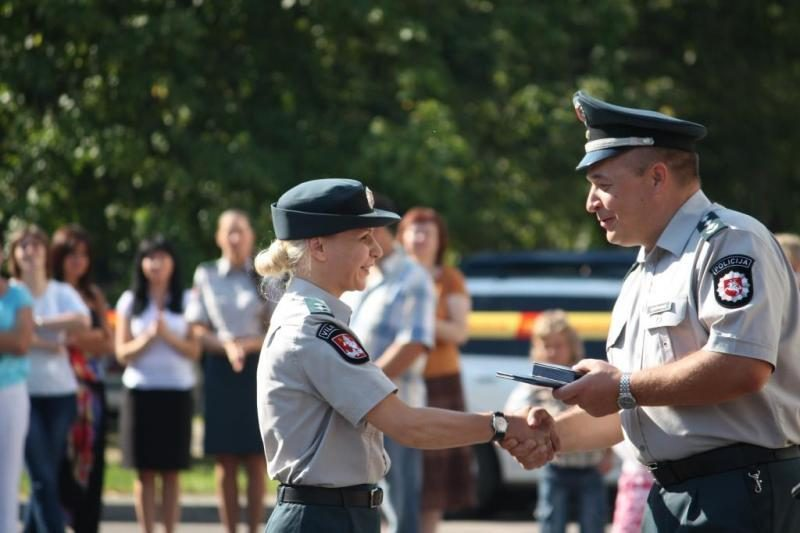 Liepos 6-osios išvakarėse apdovanoti policijos pareigūnai