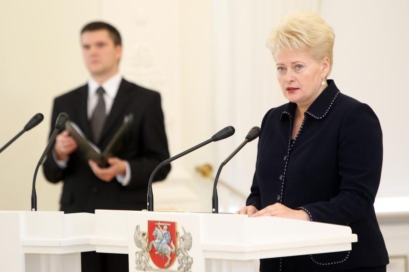 Prezidentė teigia atsakysianti į visų Seimo komisijų klausimus