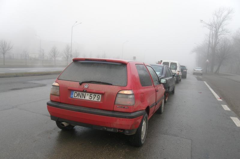 Šilutės plente susidūrė trys lengvieji automobiliai