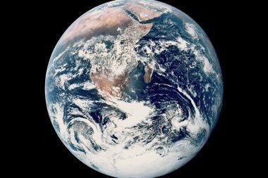 Žemė kainuoja 12 tūkst. trilijonų litų