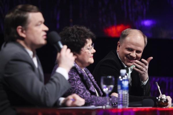 Po komisijos komentarų K. Krysko-Skambinė scenoje šluostėsi ašaras