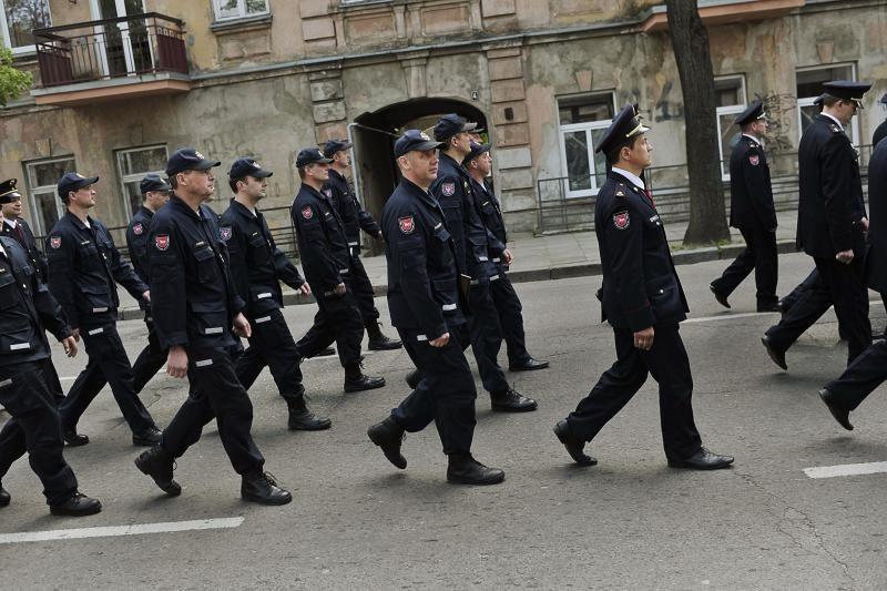 Miesto gatvėmis žygiavo šventiškai nusiteikę ugniagesiai
