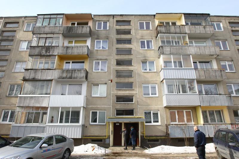 Kauno daugiabutyje degė lova: vyras žuvo, moteris apsinuodijo dūmais