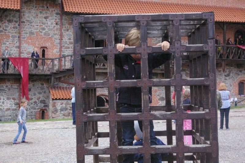 Lietingą savaitgalį Trakų pilis gyveno Viduramžių ritmu