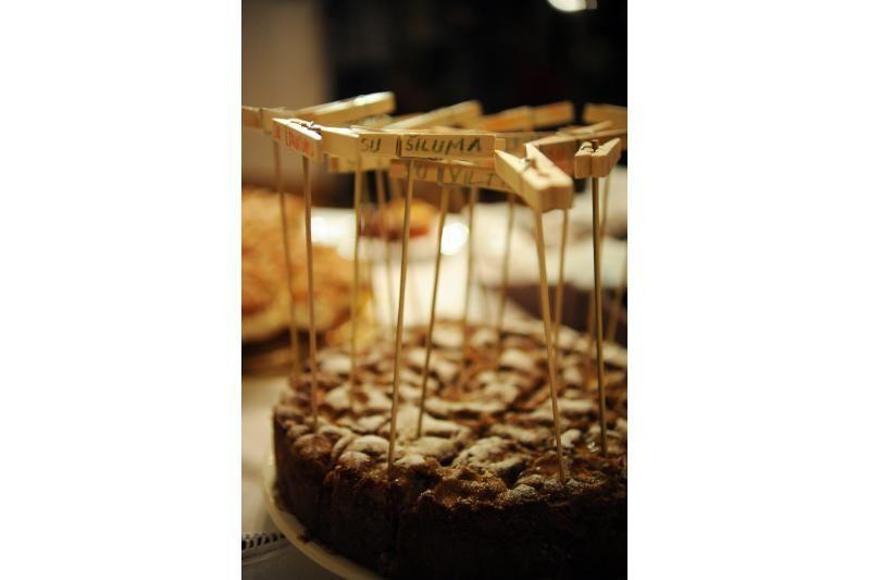 A. Grigaliūnienė vaišino savo mamos keptais pyragais
