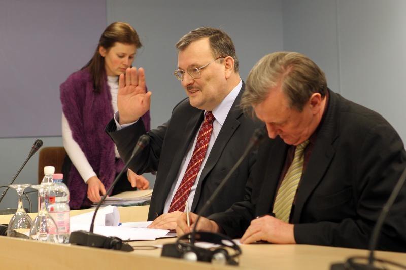 """""""Snoro"""" tyrimo komisija antradienį apklaus V.Vasiliauską ir R.Šarkiną"""