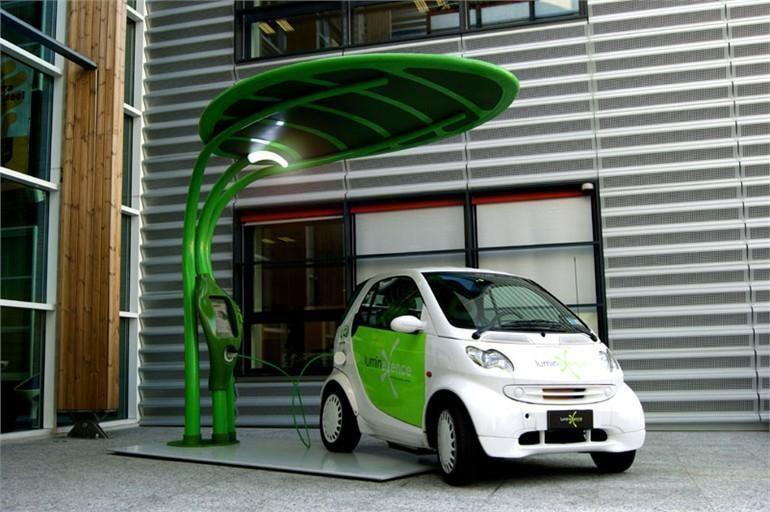 """Lapo formos """"Lotus"""" elektromobilio pakrovėjas apšvies ir gatves"""