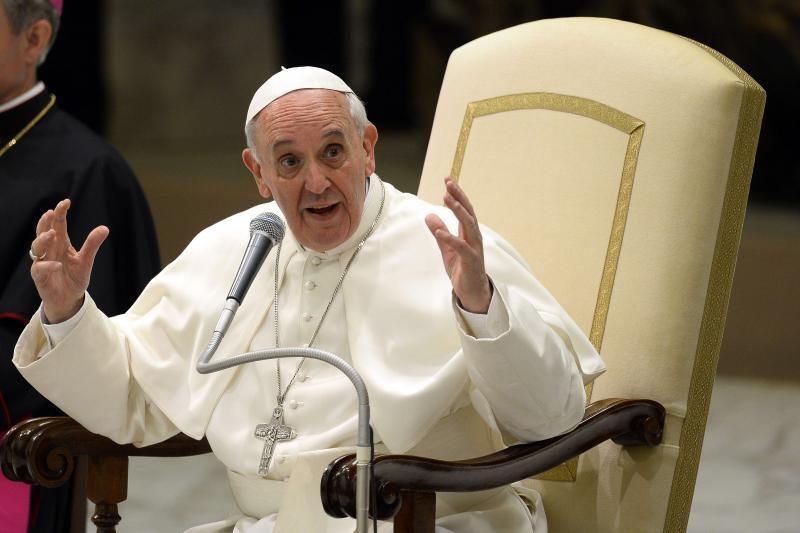 Paauglių nuotrauka su popiežiumi tapo socialinių tinklų memu