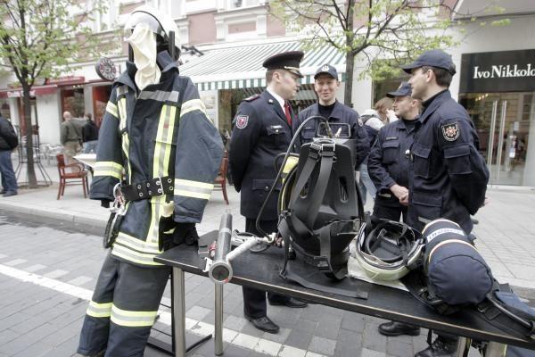 Šv.Florijono dieną - paradas ir padėkos ugniagesiams