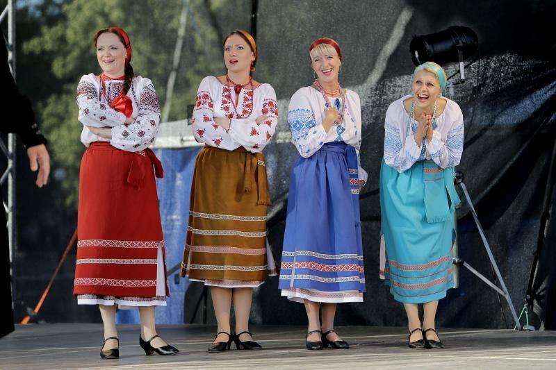 """Prasidėjo tarptautinis gatvės teatrų festivalis """"Šermukšnis"""""""