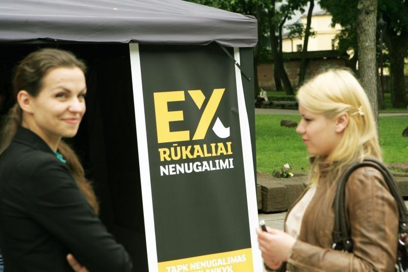 Diena be tabako Kaune: cigaretės buvo metamos į šiukšliadėžę