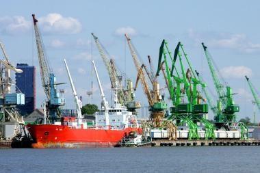 Klaipėdos jūrų uosto akmenys kliudo trąšų krovai