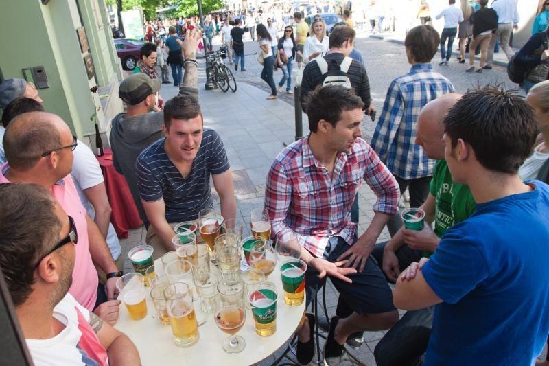 Premjeras: negalima prekiauti alkoholiu ties kiekvienu gatvės kampeliu