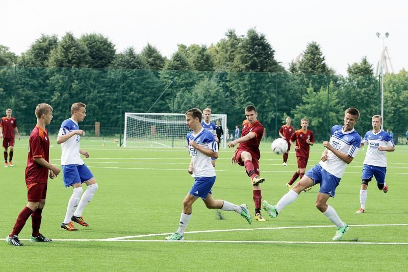 Klaipėdiečiai – tarptautinio futbolo turnyro pusfinalyje