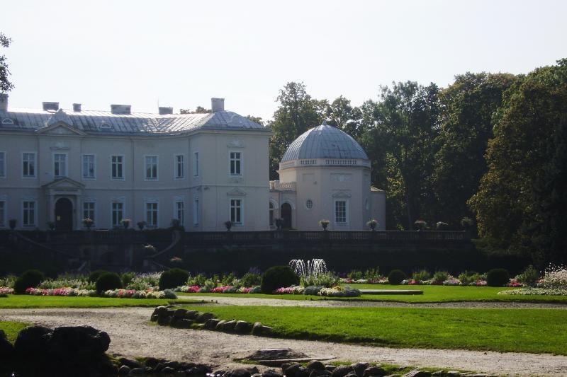 Atnaujintas Palangos gintaro muziejus populiarėja