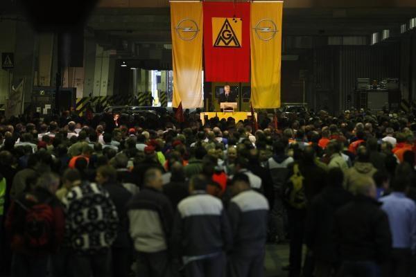 GM ramina streikuojančius
