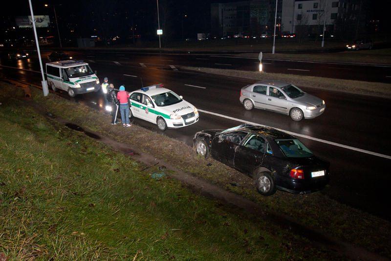 Vilniuje apvirtus automobiliui nukentėjo dešimtmetis vaikas