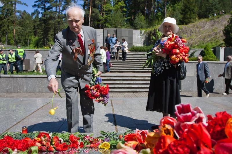 Antakalnio kapinėsė karo veteranai minėjo gegužės 9-ąją