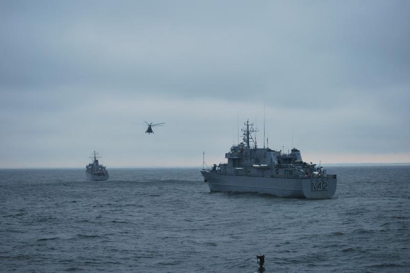 Baltijos jūroje - karinių laivų eskadros pratybos