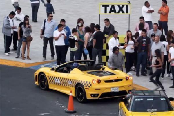 Meksika: vietoj senučiukų taksi modelių atvažiuoja superautomobiliai