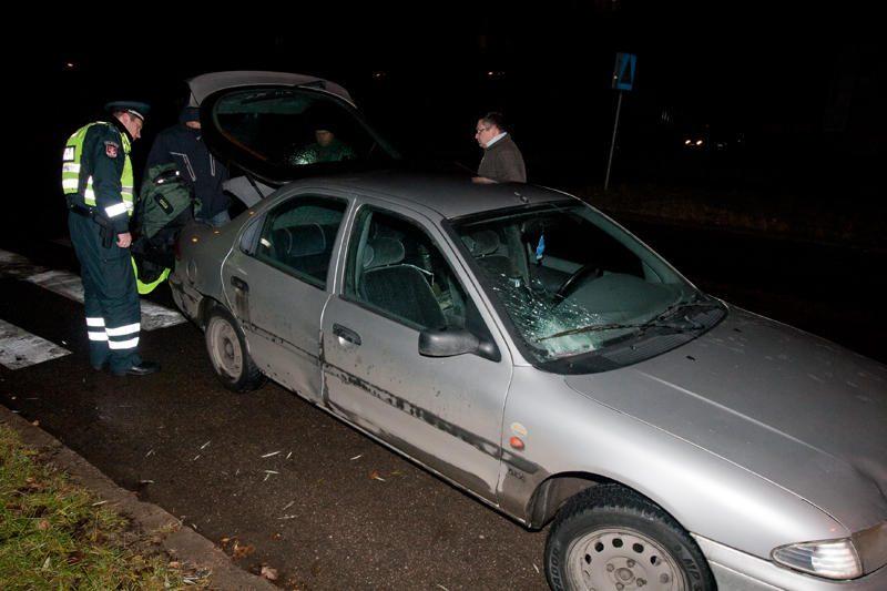Grigiškėse neblaivus vairuotojas partrenkė moterį
