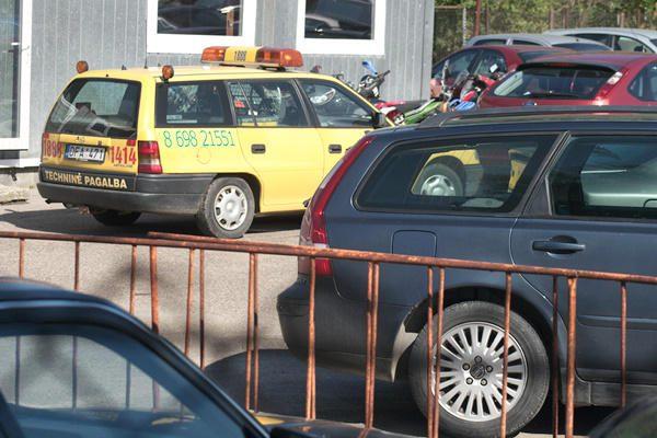 Neblaivus FNTT skyriaus viršininkas įtariamas sužalojęs motociklininką ir pabėgęs (papildyta)