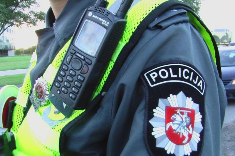 Namuose triukšmavęs užsienietis policiją puolė savadarbiu durtuvu