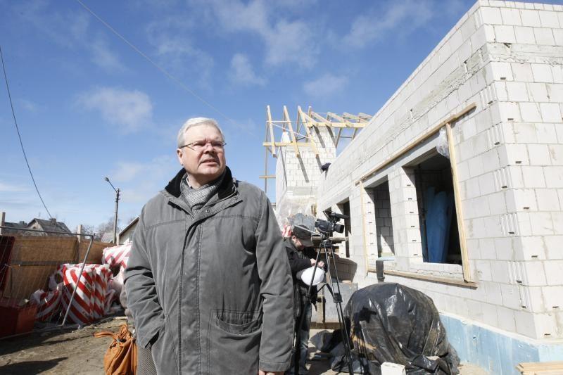 Virš Klaipėdos moterų krizių centro iškilo pabaigtuvių vainikas