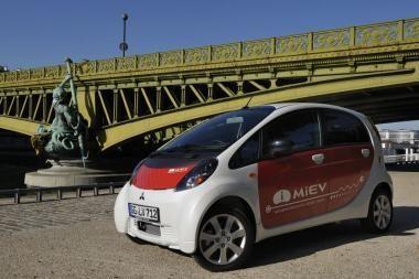 """""""Mitsubishi"""" paskelbė pradedanti elektromobilio gamybą"""