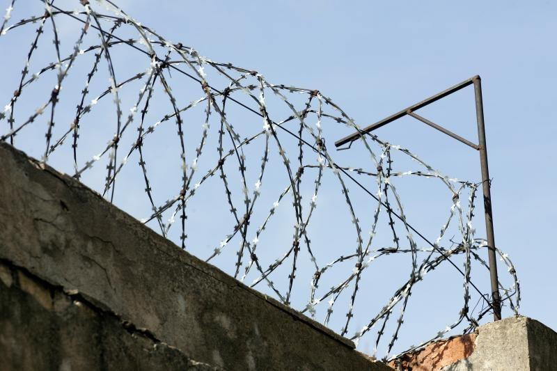 """""""Tulpinių"""" vadeiva A.Vertelka privalės nemokamai šluoti kalėjimo kiemą"""