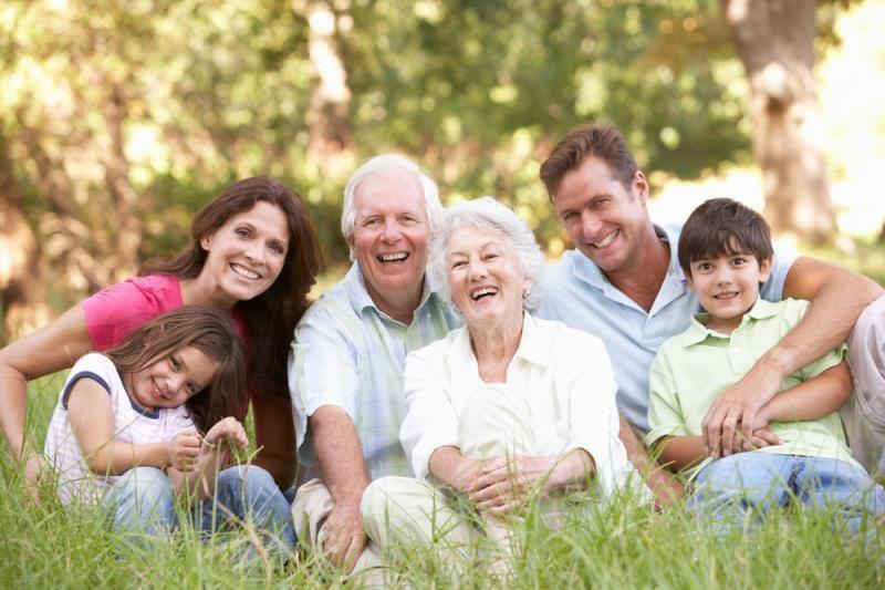 Medikai įspėja: gyvendami su tėvais rizikuojate savo sveikata