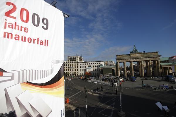 Vokietija: švenčiamos Berlyno sienos griūties 20-osios metinės