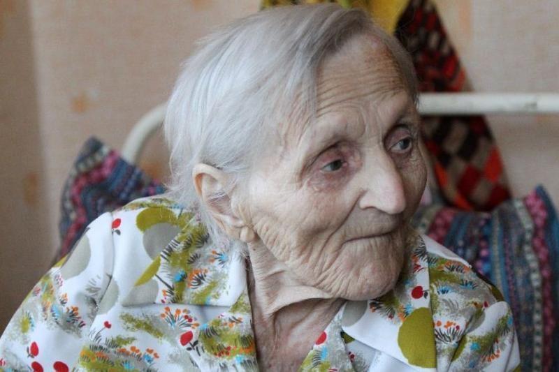 Šimtamečių moterų beveik triskart daugiau nei vyrų