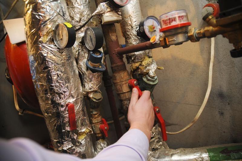 Energetikos ministerija atsiriboja nuo šilumos punktų perdavimo